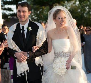 Chelsea-clinton-wedding-dress-vera-wang-marc-mezvinsky-590sc07