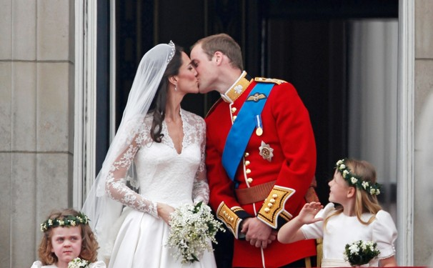 Kate and William Kiss